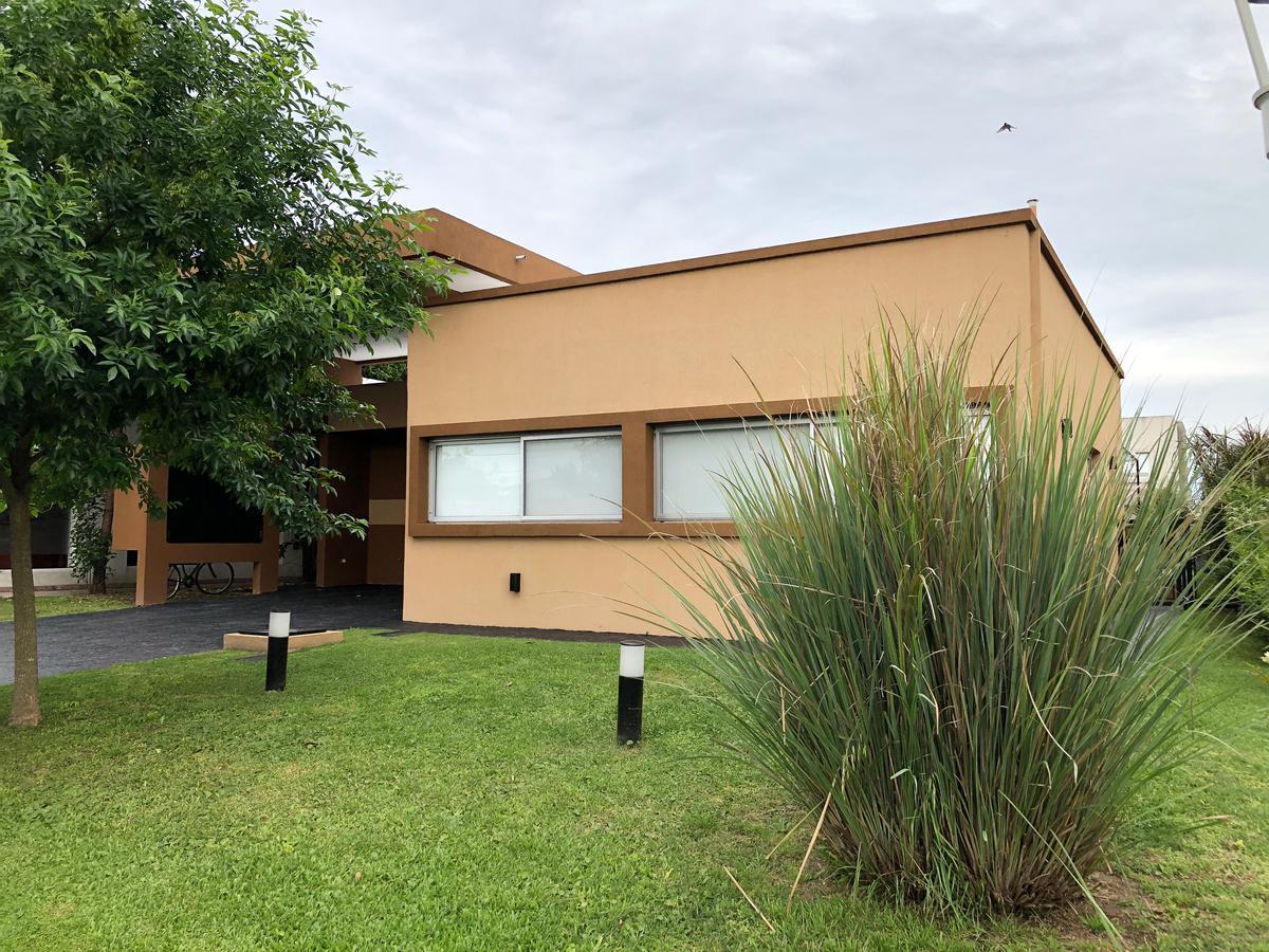 Foto Casa en Alquiler en  Altos de Hudson II,  Countries/B.Cerrado (Berazategui)  Altos de Hudson II