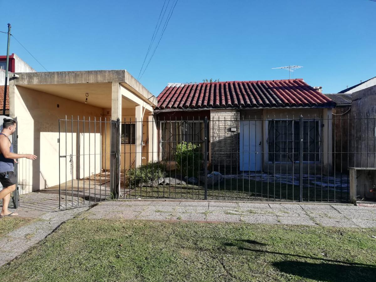 Foto Terreno en Venta en  Castelar Norte,  Castelar  Sarrachaga al 3100