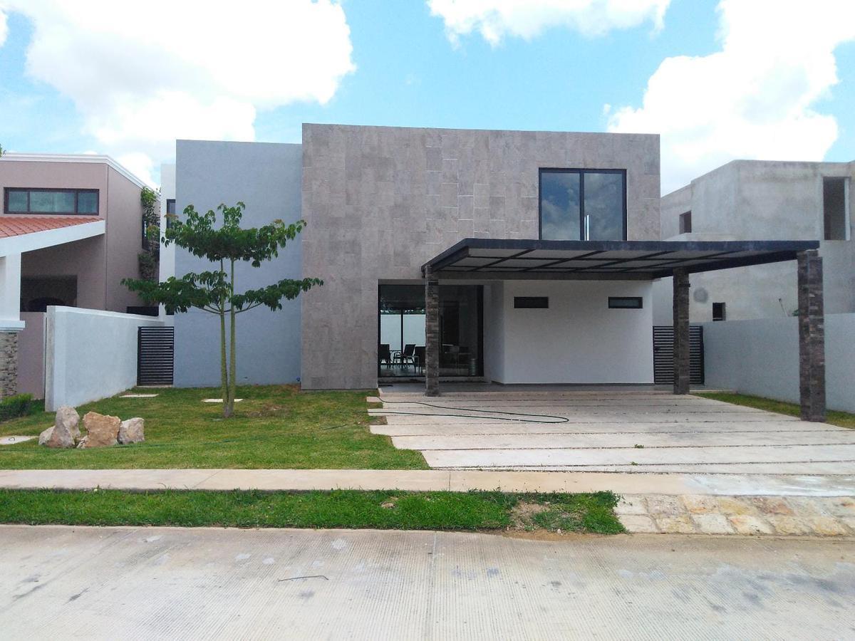 Foto Casa en Renta en  Mérida ,  Yucatán  Casa en privada parque central con amenidades