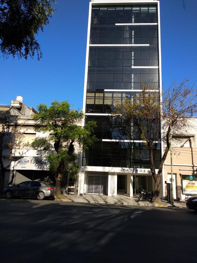 Foto Oficina en Alquiler en  Parque Patricios ,  Capital Federal  AV. CASEROS  esq. DIOGENES TABORDA