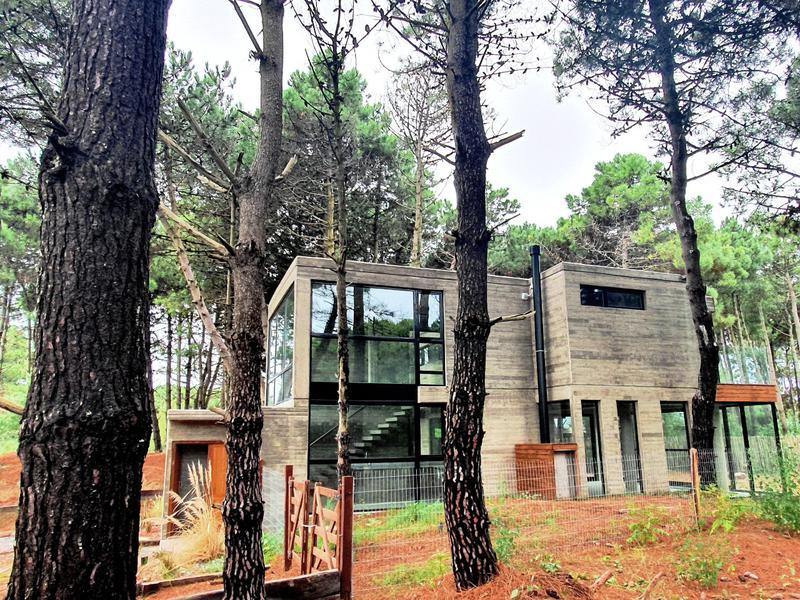 Foto Casa en Venta en  Nayades I,  Pinamar  Vulcano al 1500
