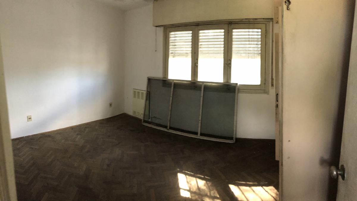 Foto Casa en Venta en  Jardines Del Hipodromo ,  Montevideo  Hipódormo -  Calle Besares - 3 UNIDADES EN 1 PADRÓN
