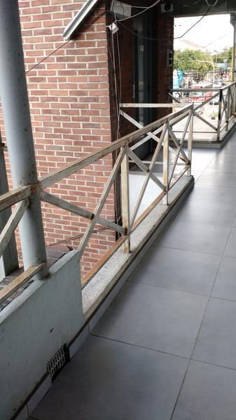 Foto Oficina en Alquiler en  Centro (Moreno),  Moreno  Oficina centrica en 2do. Piso - Independencia y España