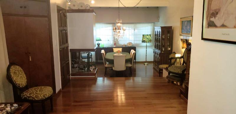 Foto Casa en Venta en  Liniers ,  Capital Federal  Casa 5 ambientes, liniers, con garage, fondo libre y quincho,Patrón al 6.100.
