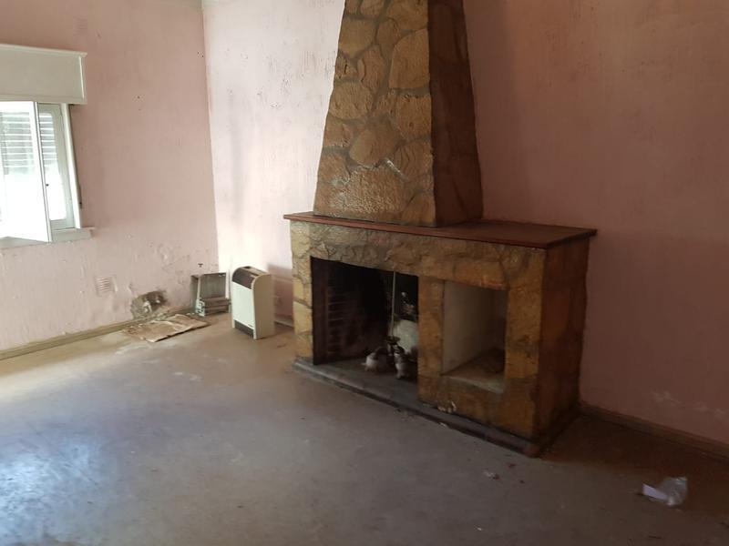 Foto Casa en Alquiler en  Villa Gobernador Udaondo,  Ituzaingo  De la Tradición al 400