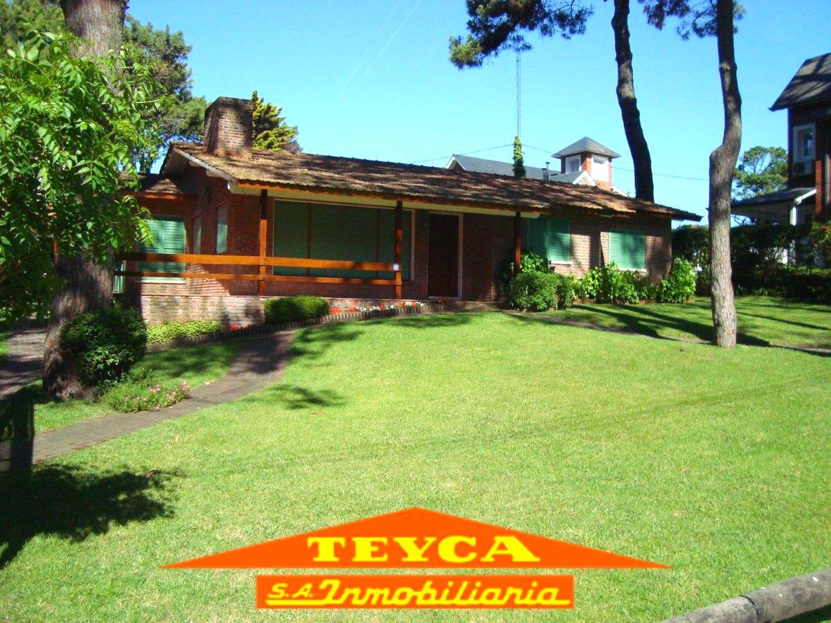 Foto Casa en Alquiler temporario en  Centro,  Pinamar  Pinguinos 305 E/ Mejillon y Artes