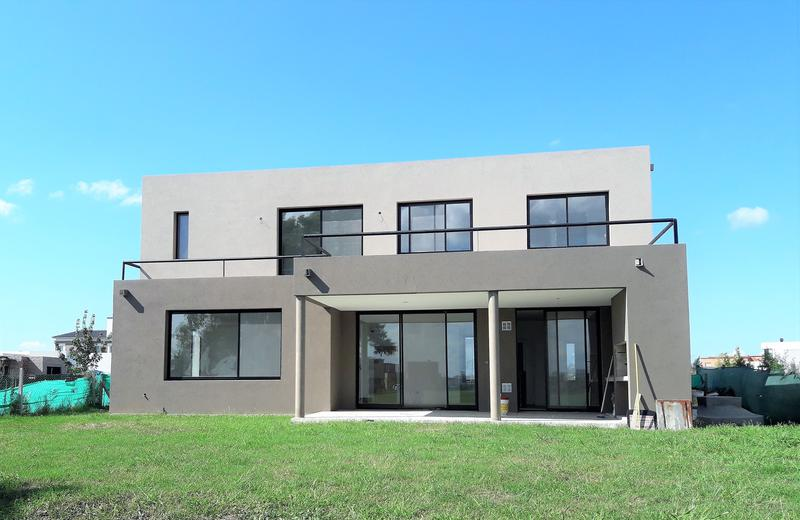 Foto Casa en Venta en  San Rafael,  Villanueva  Casa 5 amb a estrenar a la laguna en B° San Rafael, Villanueva (terminada)