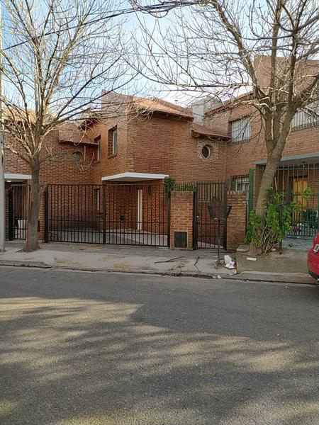 Foto Casa en Venta en  Capital ,  Neuquen  TEJAS ROJAS