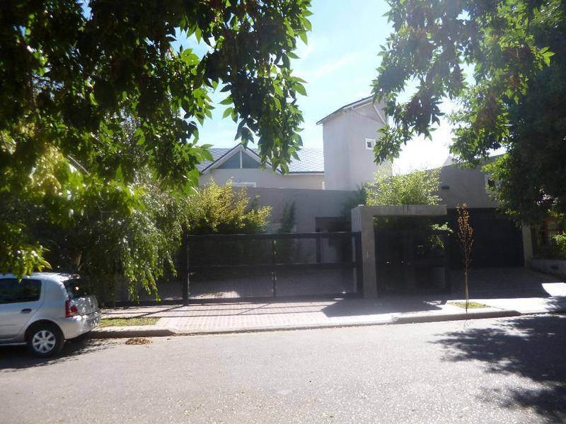 Foto Casa en Venta en  Cipolletti,  General Roca  Los Alerces 600