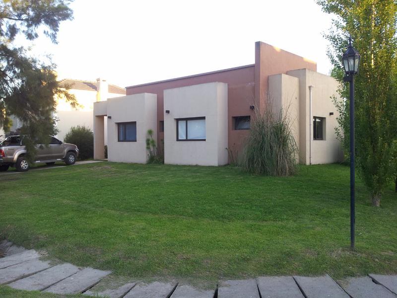 Foto Casa en Alquiler en  El Lauquen,  Countries/B.Cerrado  Alquiler - Casa en El Lauquén