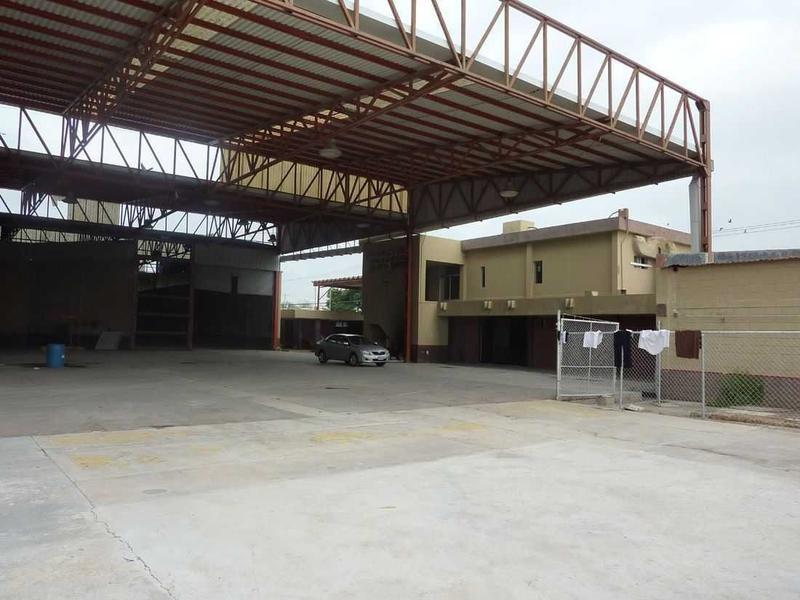Foto Edificio Comercial en Venta en  Longoria,  Reynosa  Longoria