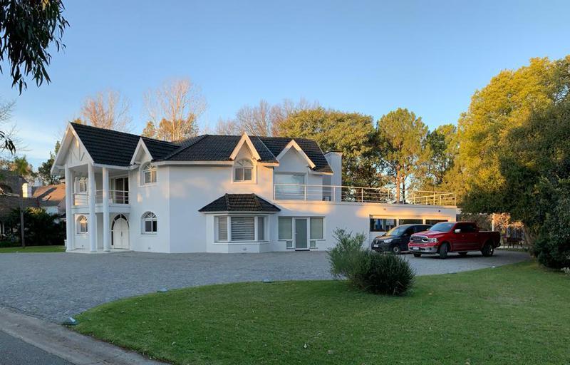 Foto Casa en Venta en  Saint Thomas,  Countries/B.Cerrado (E. Echeverría)  Venta - Casa en Saint Thomas Norte - Sobre doble lote