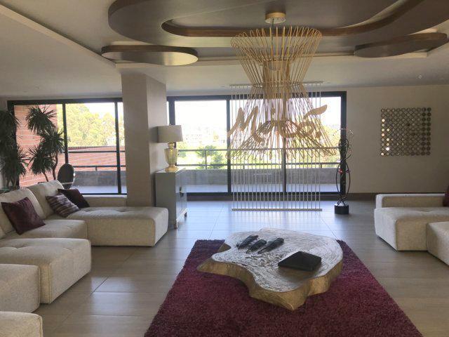 Foto Departamento en Alquiler en  Cuenca ,  Azuay  Exclusivo departamento en alquiler 140m2 Edif. Miró $700dlrs.
