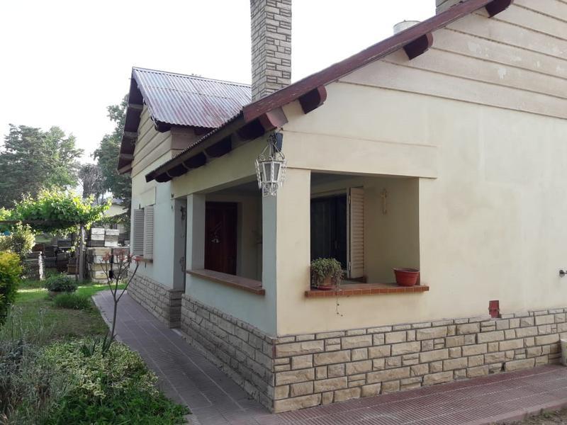 Foto Casa en Venta    en  Villa Regina,  General Roca  CHALET Y GALPON ZONA CHACRAS