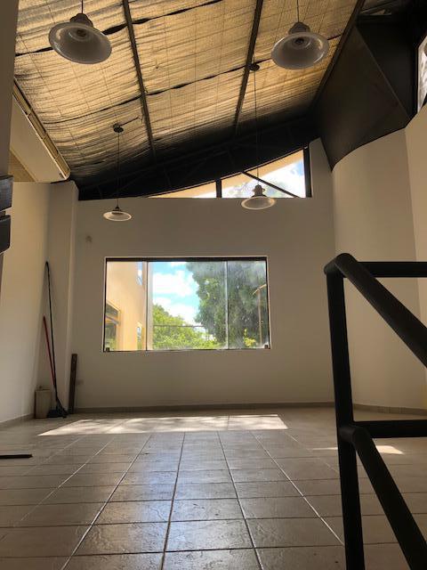 Foto Local en Alquiler en  Villa Morra,  La Recoleta  AVDA BOGGIANI