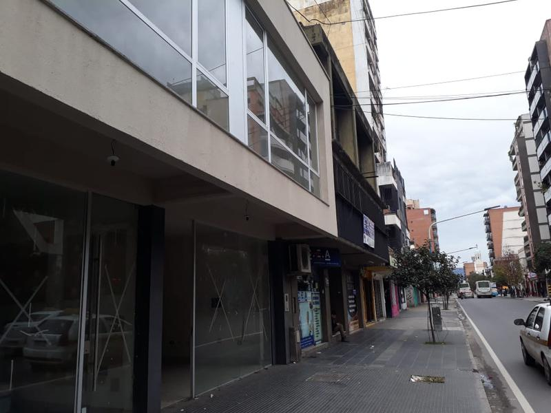 Foto Local en Alquiler en  San Miguel De Tucumán,  Capital  Santiago al 600