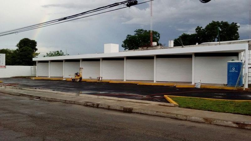 Foto Local en Renta en  Fraccionamiento Yucalpeten,  Mérida  Locales de 25.5 m2 en Av. Zamná