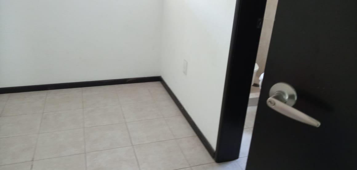 Foto Casa en Venta en  Llano Grande,  Metepec  CASA EN VENTA EN FRACCIONAMIENTO FINCA REAL 1, COL. LLANO GRANDE, METEPEC,  ESTADO DE MÉX.  A UNOS PASOS DE AV. TECNOLOGICO