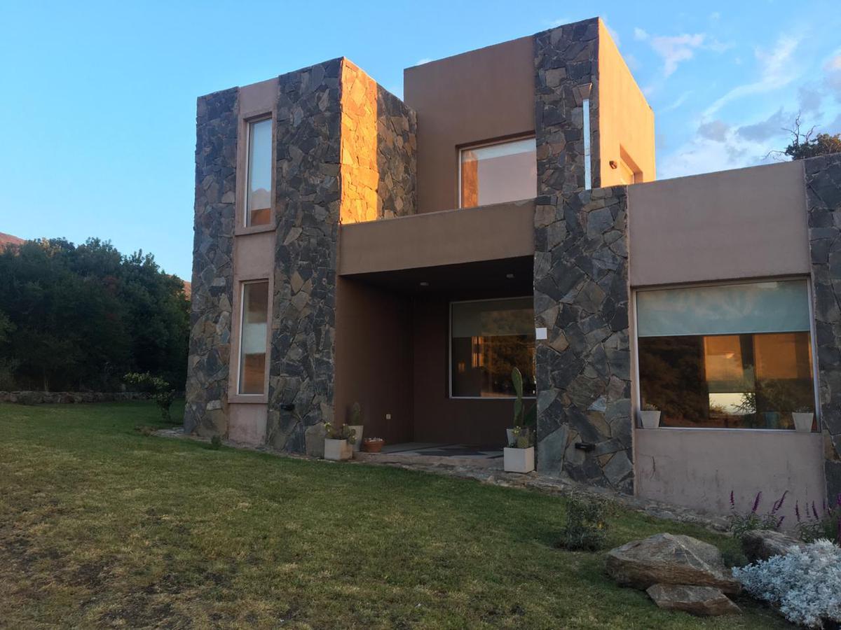 Foto Casa en Venta en  Carpinteria,  Junin  VENDO EXCLUSIVA CASA 3 DORM. EN COUNTRY LAS CASCADAS CARPINTERIA SAN LUIS