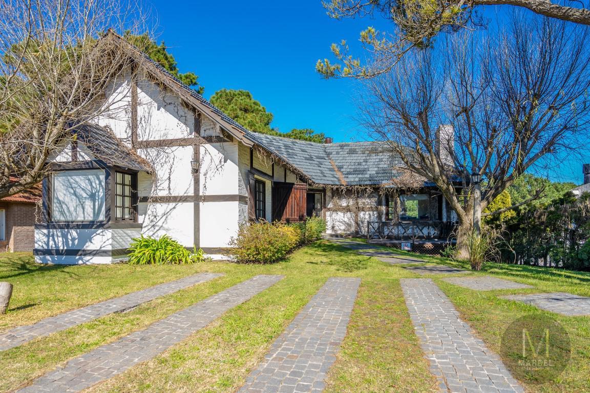 Foto Casa en Venta en  Lasalle,  Pinamar  Goleta Independencia  400