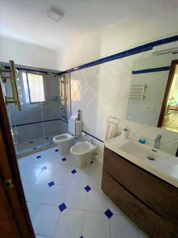 Foto Casa en Venta en  Carrasco ,  Montevideo  Córcega esq. Murillo