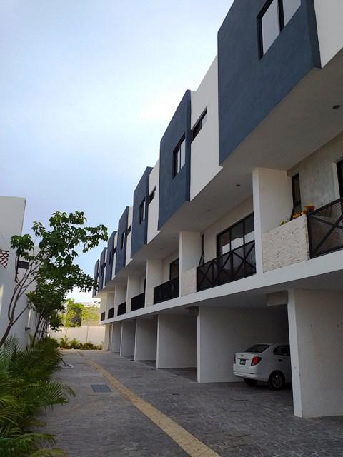 Foto Casa en Renta en  Fraccionamiento Montebello,  Mérida  Renta Town House Amueblado en Montebello.
