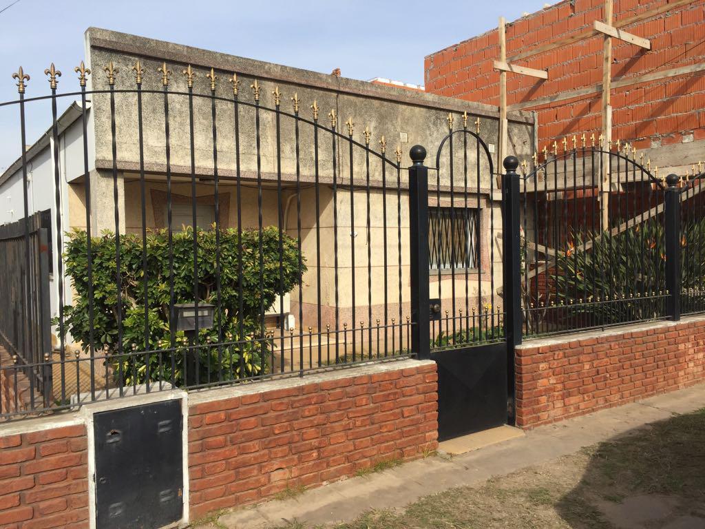 Foto Casa en Venta en  Esc.-Centro,  Belen De Escobar  Saavedra 75