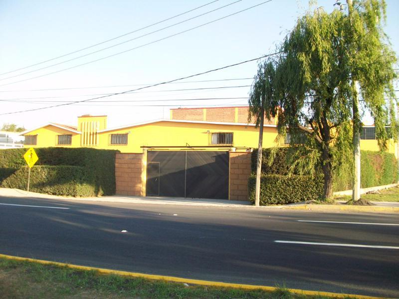 Foto Oficina en Venta en  Cacalomacan,  Toluca  EN VENTA CASA CON DEPARTAMENTO Y 4 LOCALES COMERCIALES,AV.DEL PACIFICO