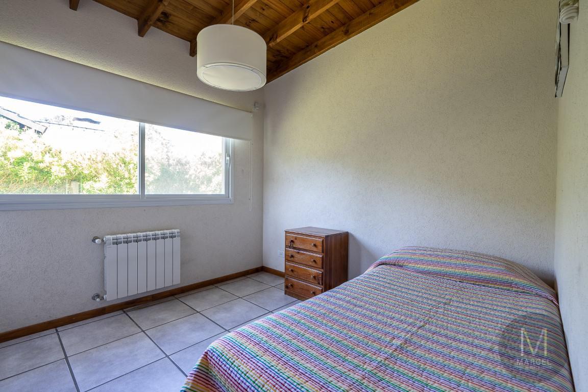 Foto Casa en Venta en  Lasalle,  Pinamar  Fragata la Victoria 2550