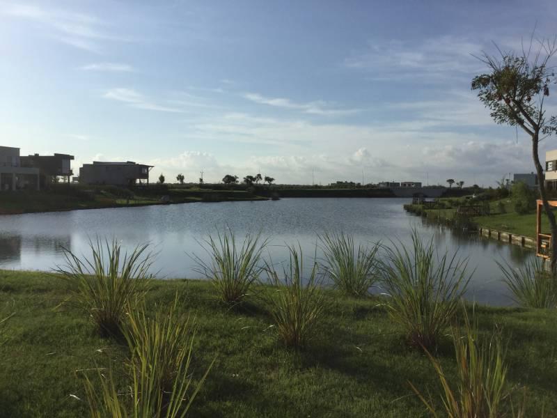 Foto Terreno en Venta en  Acacias,  Puertos del Lago  Barrio Acacias - Puertos del Lago - Escobar