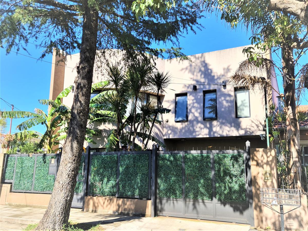 Foto Casa en Venta en  Mart.-Fleming/Panam.,  Martinez  Santo Domingo al 1200