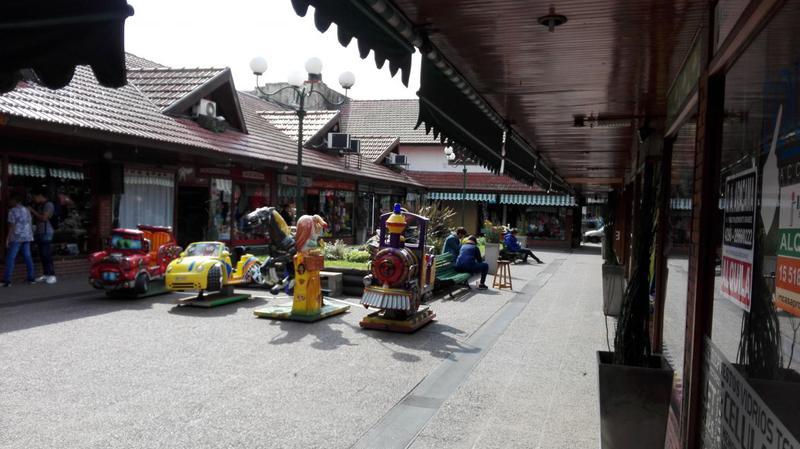 Foto Local en Alquiler en  Monte Grande,  Esteban Echeverria  Alem al 300