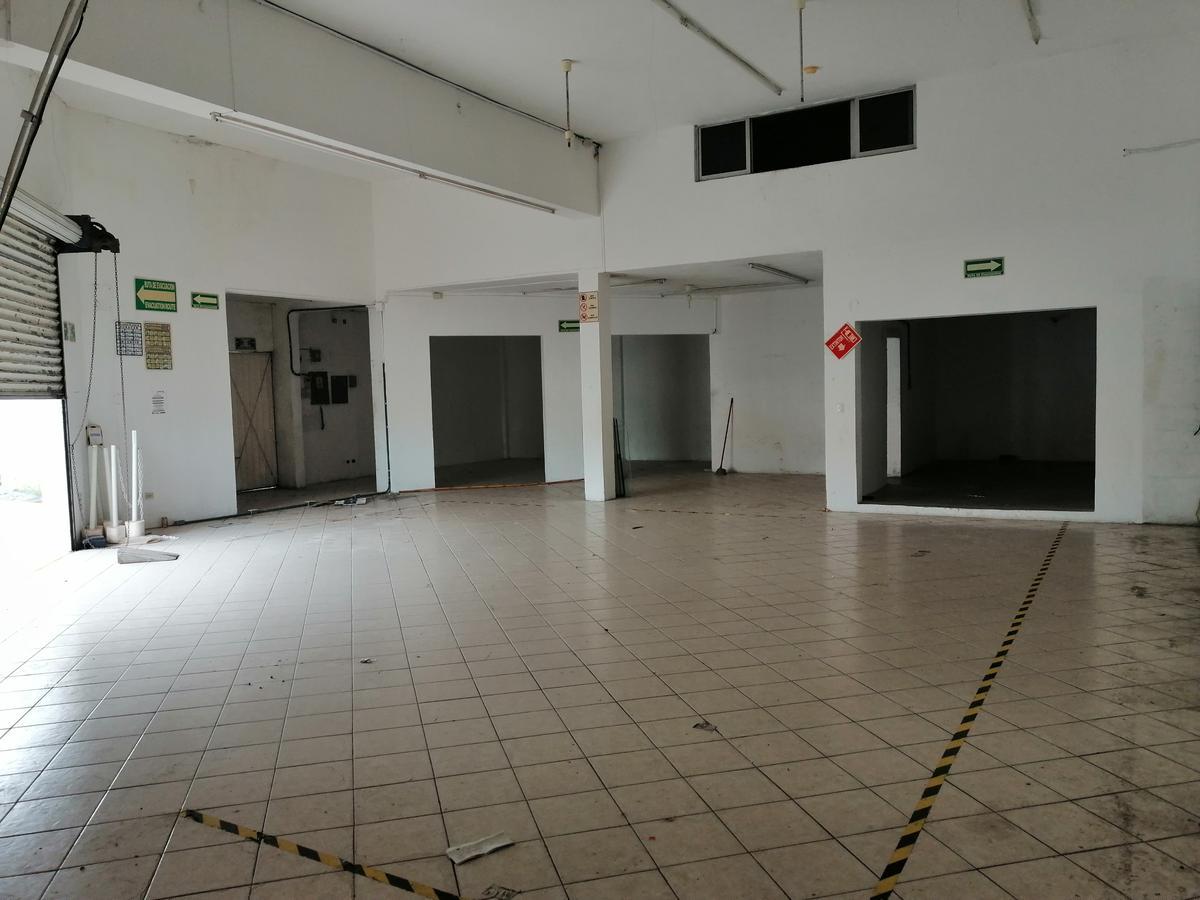 Foto Terreno en Renta en  Fraccionamiento Yucalpeten,  Mérida  Local Con Terreno  Superficie Total 2470 m2 En Av. Canek y Av. Mérida 2000