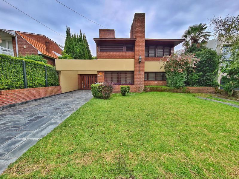 Foto Casa en Venta en  Divino Rostro,  Mar Del Plata  Arenales al 3800
