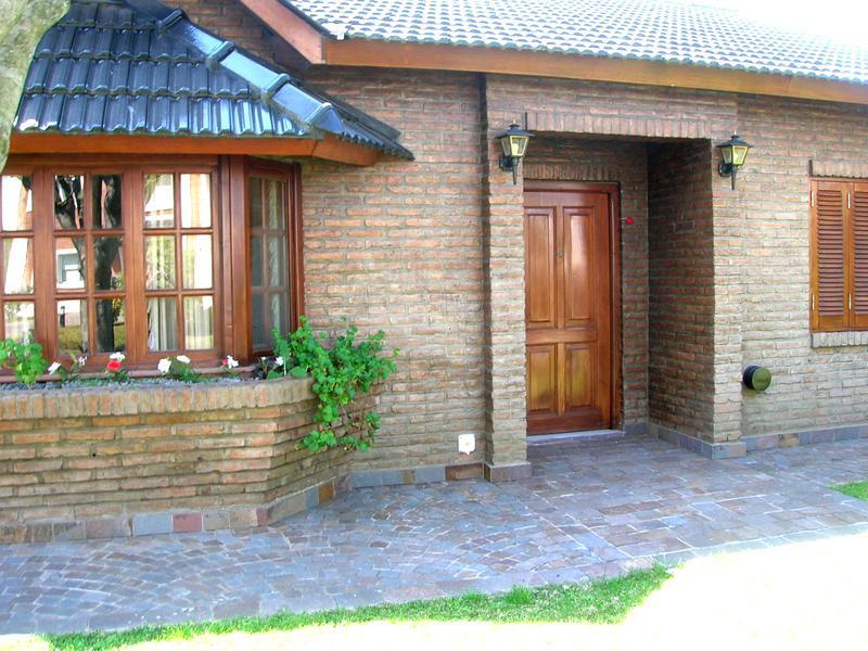 Foto Casa en Venta en  Banco Provincia De Bs. As.,  Countries/B.Cerrado  Hermoso chalet en venta - Gorriti y Almafuerte - Country Banco Provincia