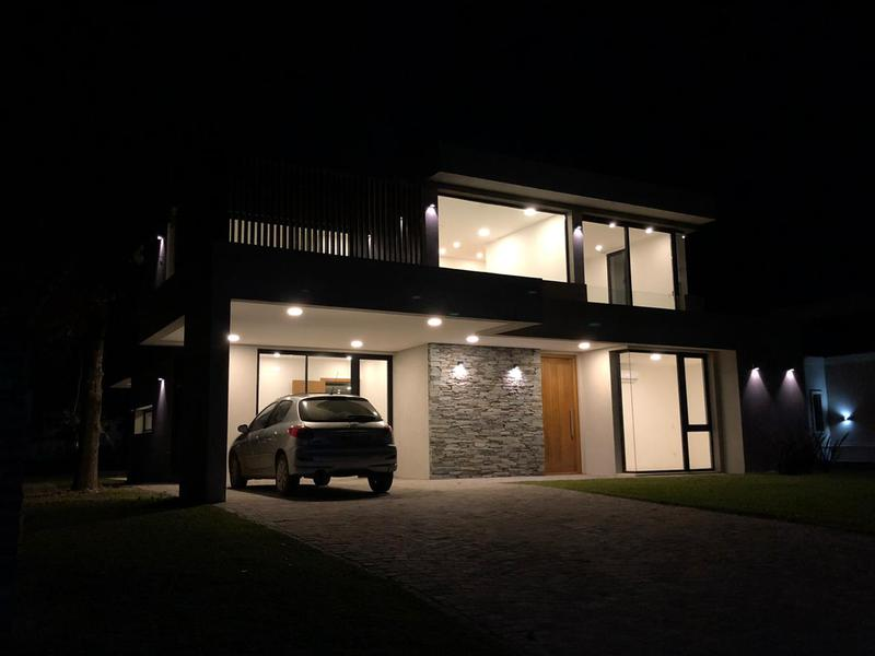 Foto Casa en Venta | Alquiler en  Saint Thomas,  Countries/B.Cerrado (E. Echeverría)  Venta/alquiler - Casa a estrenar en Saint Thomas Oeste