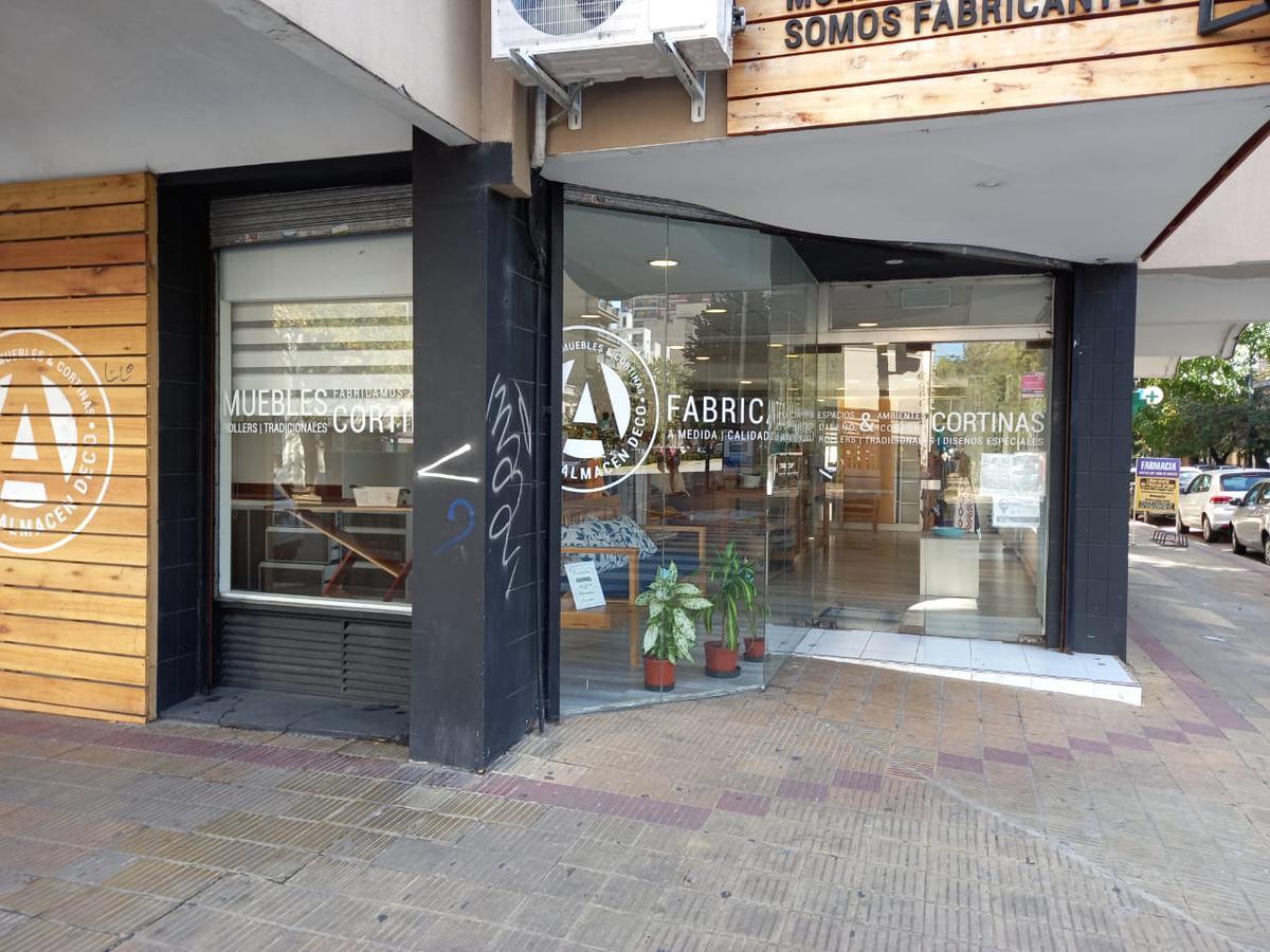 Foto Local en Alquiler en  La Plata ,  G.B.A. Zona Sur  44 esq 12