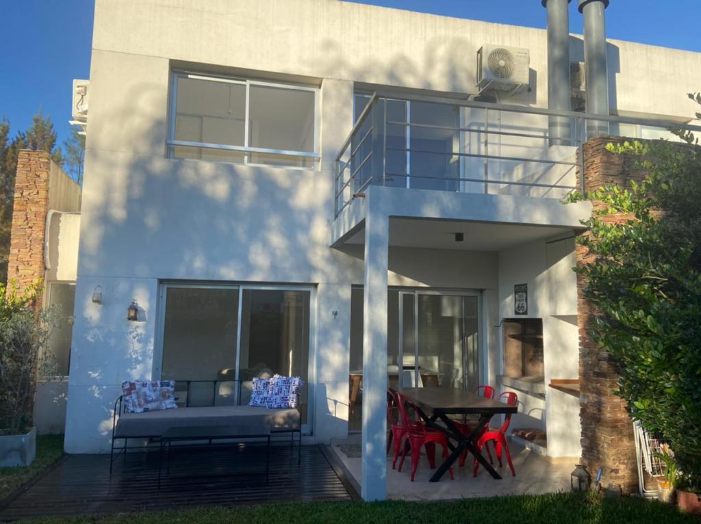 Foto Casa en Alquiler en  Casas del Sendero,  El Sendero  Av. del Golf 610