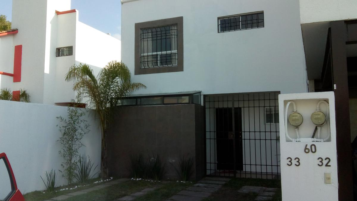 Foto Casa en Renta |  en  Santa Cruz OtzacatipAn,  Toluca  CASA  EN RENTA, TOLUCA EN BOSQUES DE CANTABRIA  TOLUCA