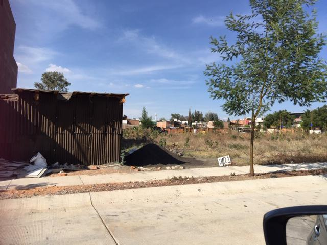 Foto Terreno en Venta en  Vista Bella,  Morelia   HACIENDA EL RETAJO CALLE RETORNO DE HACIENDA BRISEÑAS