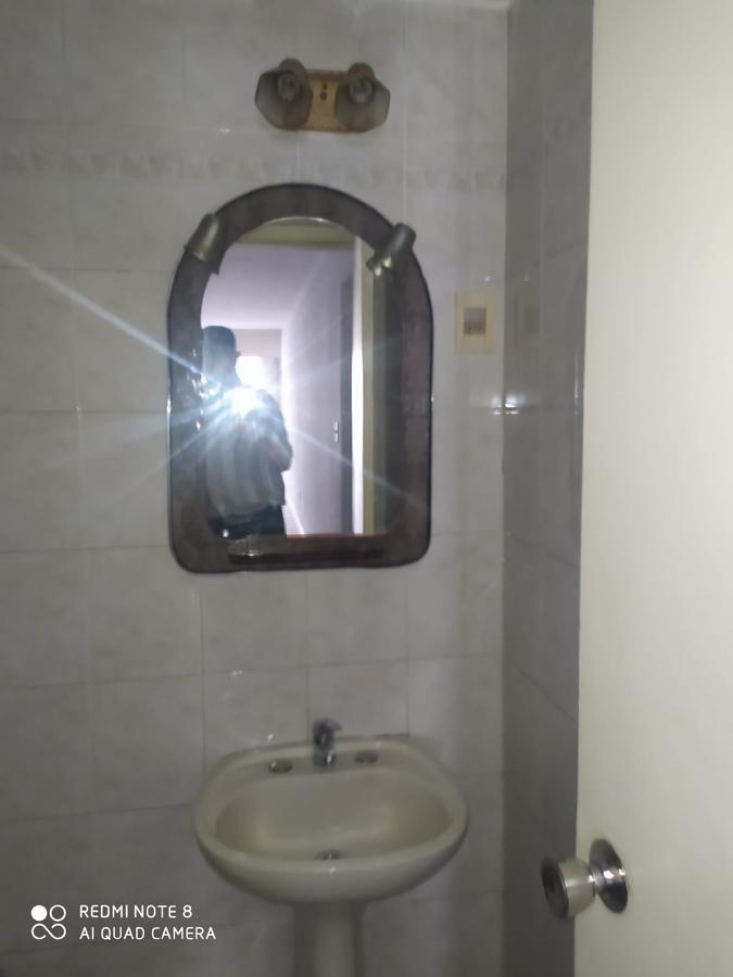 Foto Apartamento en Venta en  Centro (Montevideo),  Montevideo  Solido Apartamento de 4 dormitorios, 2 baños, ubicado en Andes casi Colonia