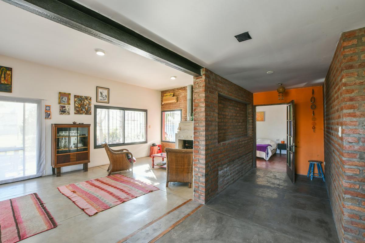 Casa de 2 dormitorios en venta con  piscina, galería y parrillero Fisherton Hostal del Sol