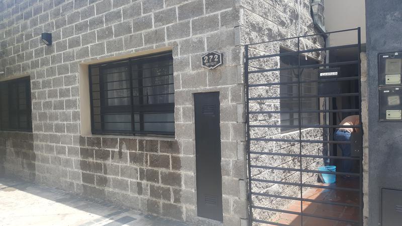 Foto PH en Venta en  Lomas de Zamora Oeste,  Lomas De Zamora  MENTRUIT al 200
