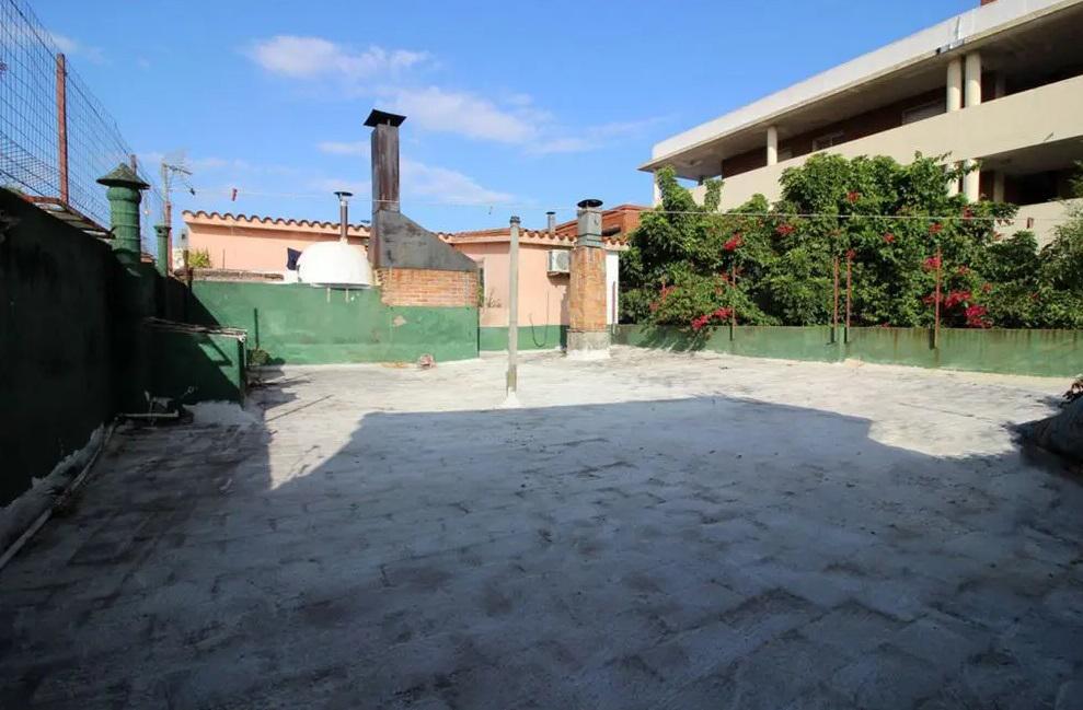 Foto Casa en Venta en  Paso De Las Duranas ,  Montevideo  Casa 4 dormitorios sobre avenida Millán