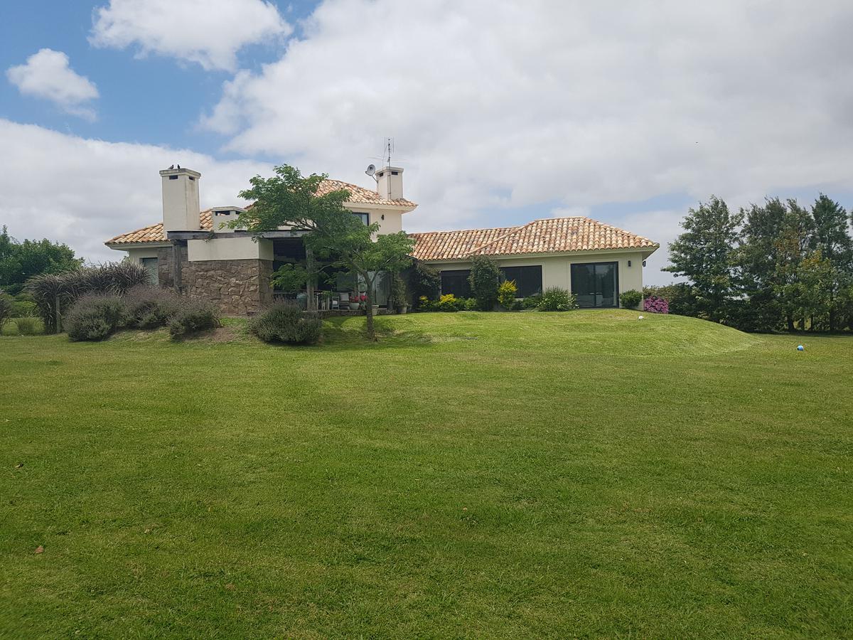 Foto Casa en Venta en  Countries/B.Cerrado (Carrasco) ,  Canelones  Casa Colinas de Carrasco C18 y C19