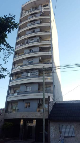 Foto Departamento en Venta en  Lanús Este,  Lanús  Tucuman 1600