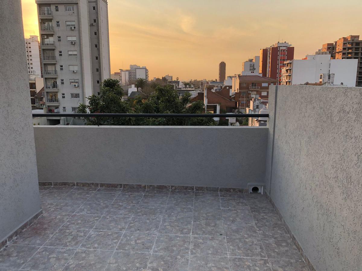 Foto PH en Venta en  Wilde,  Avellaneda  Raquel Español al 400