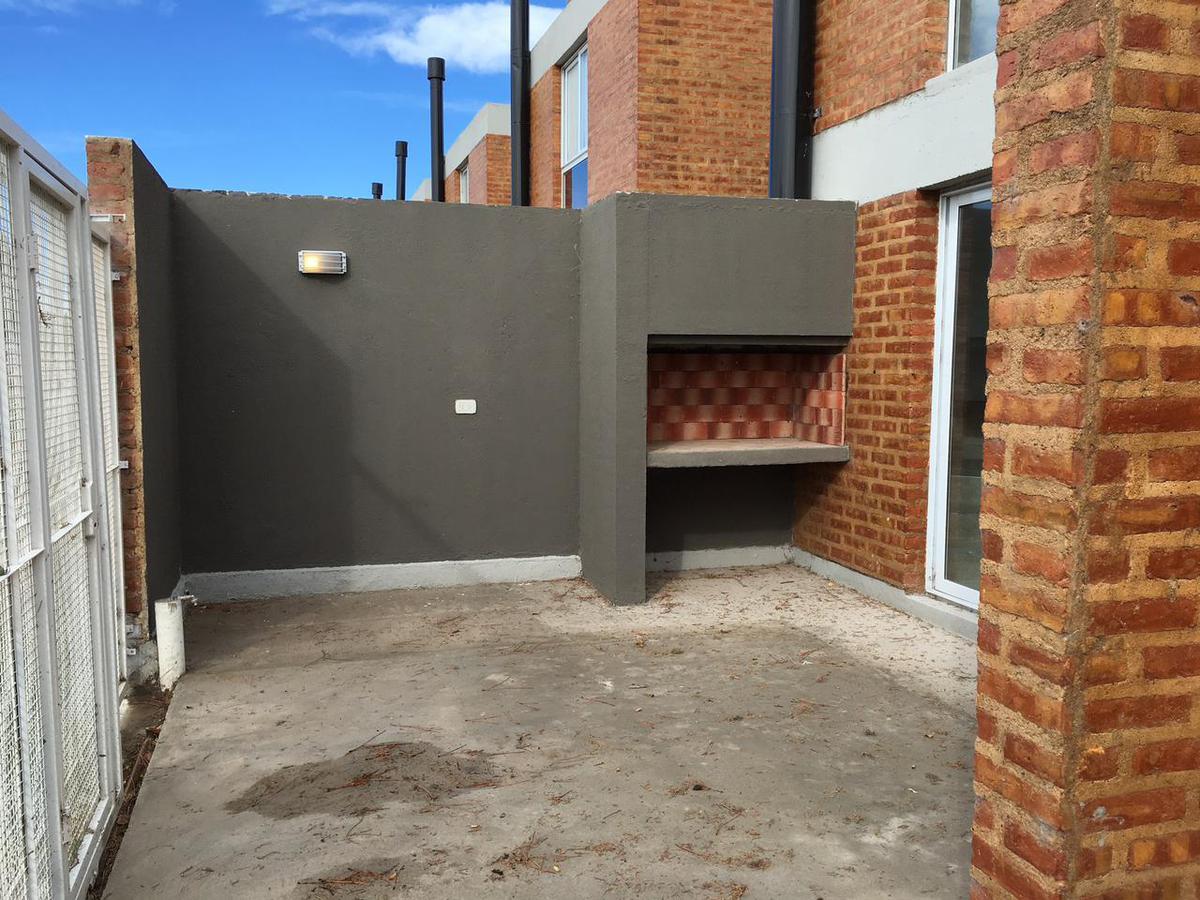 Foto Casa en Venta en  Área Centro Sur,  Capital  DUPLEX UBICADO EN BARRIO PUEBLO NUEVO . EXCELENTE OPORTUNIDAD