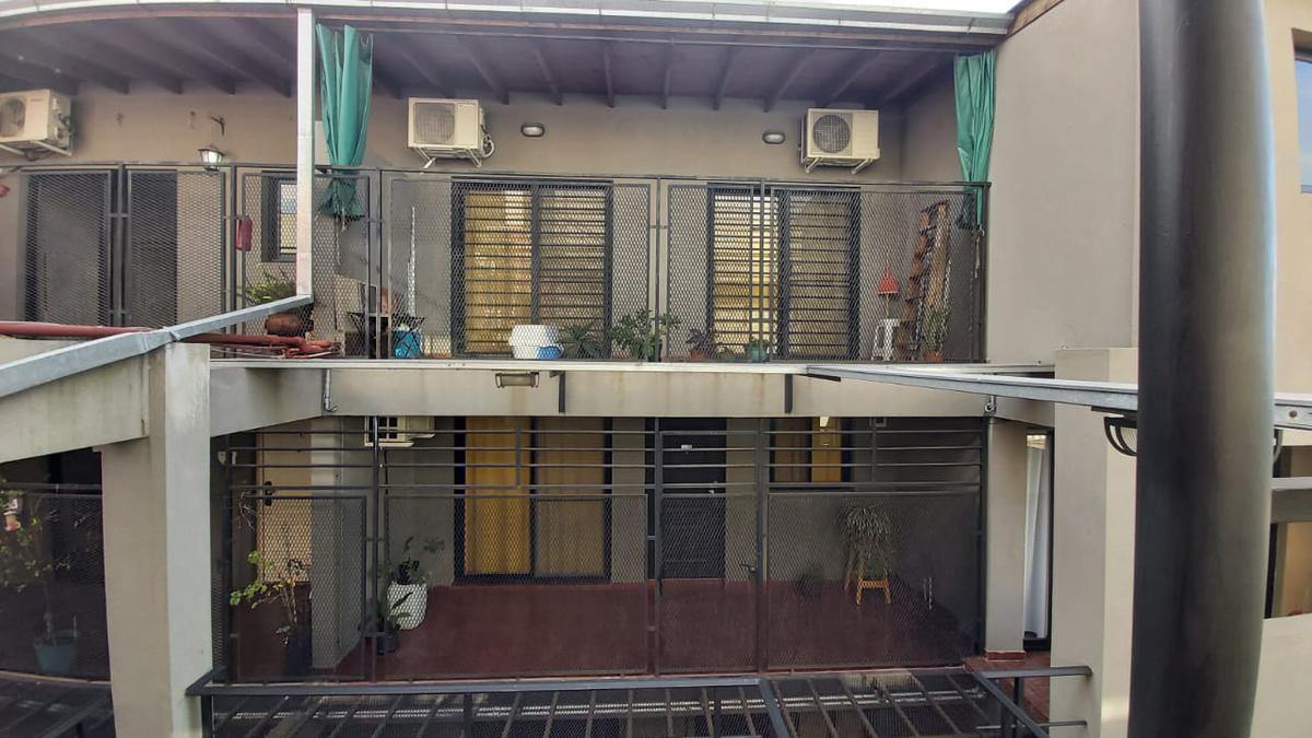 Foto Departamento en Venta en  Sarandi,  Avellaneda  Zeballos al 2900 - 2do piso - Duplex