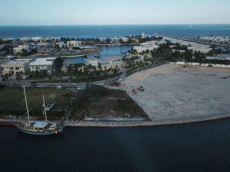 Foto Terreno en Venta en  Puerto Cancún,  Cancún  Terreno en Puerto Cancun